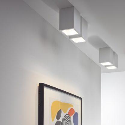 nowoczesne oczko sufitowe, geometryczna bryła