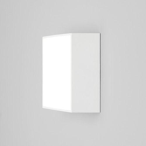 kwadratowy plafon w nowoczesnym stylu, białe wykończenie