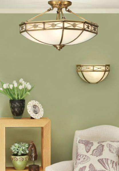 aranżacja - biała lampa sufitowa ze złotymi dodatkami