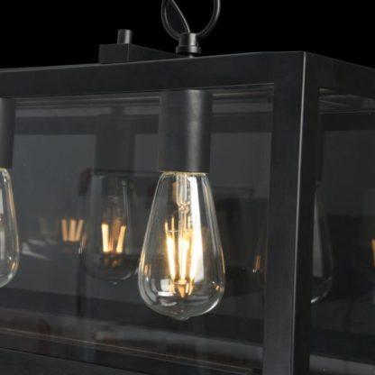 żarówka edissona w szklanej czarnej lampie