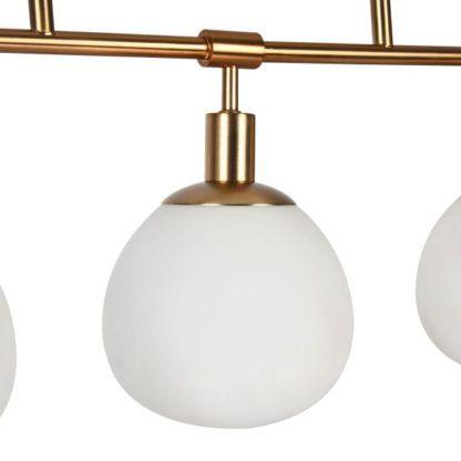 kula szklana mleczna na lampie