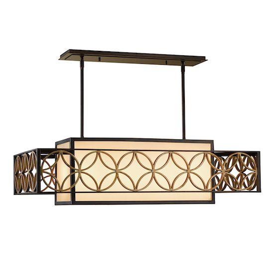 prostokątna lampa wisząca w klasycznym stylu, beżowy abażur opleciony metalowym, ażurowym wzorem - aranżacja