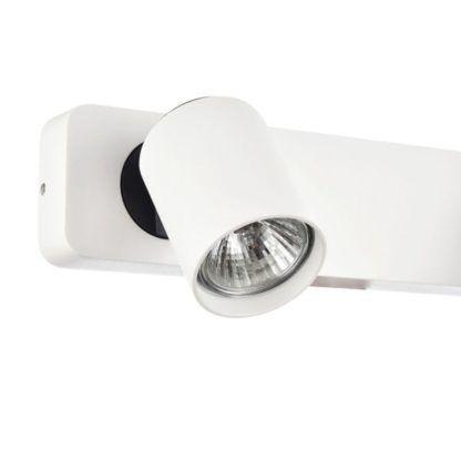 podłużna lampa ścienna w kolorze białym z kloszami w kształcie reflektorów