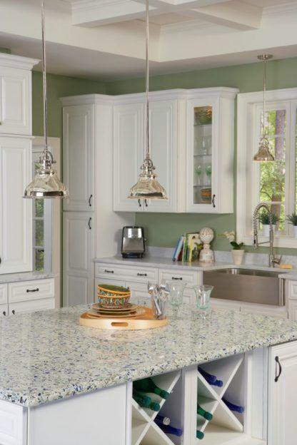 srebrna lampa wisząca w stylu industrialnym, metalowe detale - aranżacja kuchnia