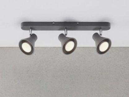 podłużna lampa sufitowa w kolorze szarym