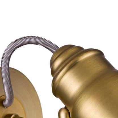 kabel w stalowej osłonie na lampie