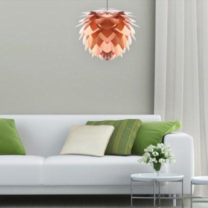 oryginalna lampa miedziana z płatków, styl skandynawski - aranżacja salon