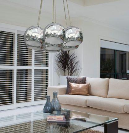 nowoczesna lampa wisząca z kilkoma kulami, chromowane klosze - aranżacja salon