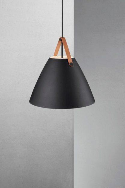 nowoczesna lampa z matowym, czarnym kloszem