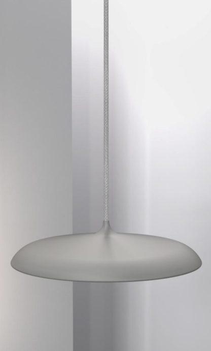 szara, matowa lampa wisząca z szarym przewodem, płaski klosz z panelem led