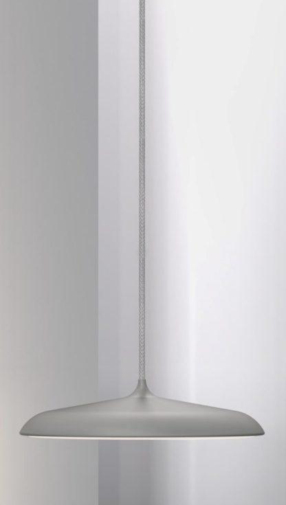 duża, okrągła lampa wisząca z cienkim, szarym kloszem w macie, panel led