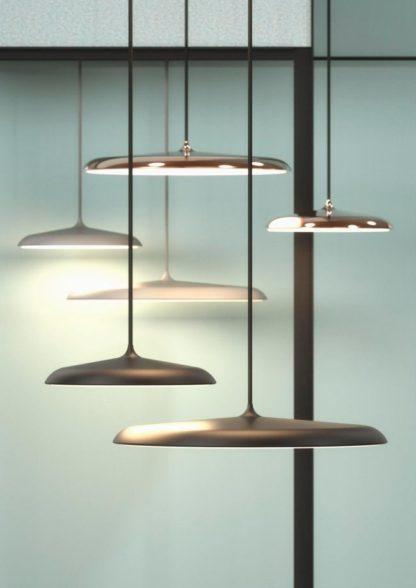 matowa lampa w szarym kolorze, płaski klosz w stylu skandynawskim