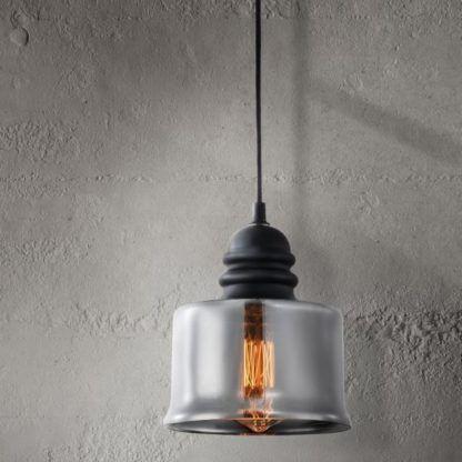 szklana lampa z siwym szkłem z żarówką edisona wisząca