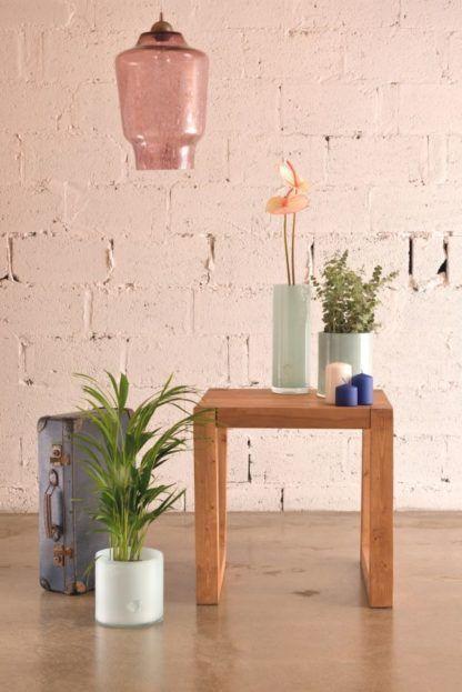 różowa lampa wisząca z barwionego szkła, styl industrialny, produkt polski - aranżacja