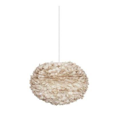jasnobrązowa lampa wisząca w nowoczesnym stylu, biały kabel, styl skandynawski