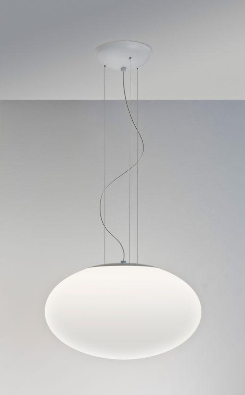 lampa wisząca z zamkniętym kloszem z mlecznego szkła - aranżacja nowoczesny gabinet