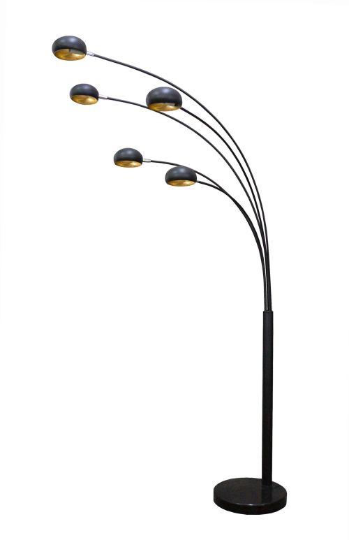 czarna lampa podłogowa w stylu industrialnym, miedziane wnętrze klosza