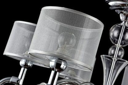 żyrandol srebrny z kulami szklanymi i abażurami prześwitującymi
