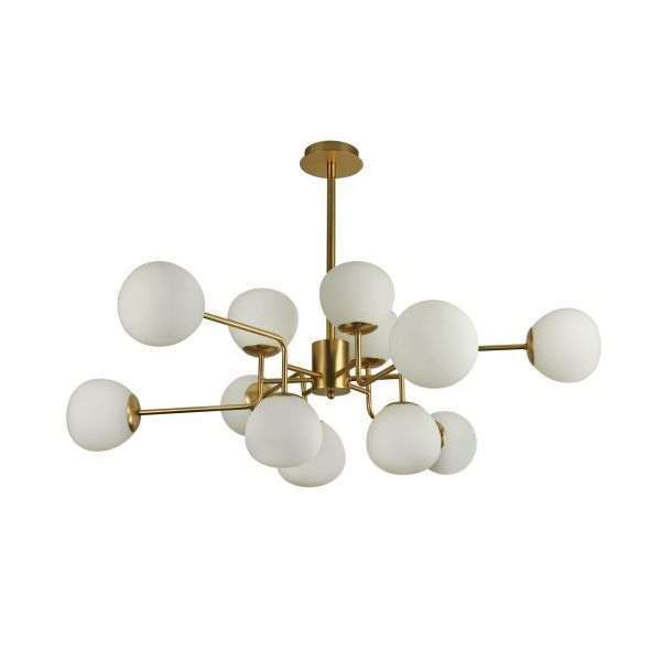 Elegancki żyrandol ze złotą podstawą zakończoną białymi szklanymi kloszami
