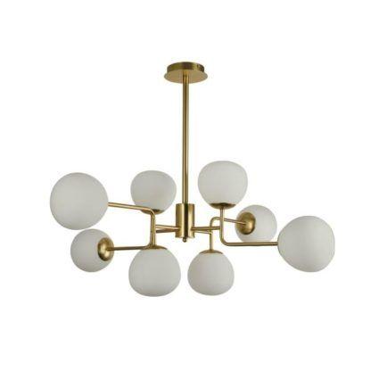 stylowy żyrandol wykonany ze złotego metalu oraz białych szklanych kloszy