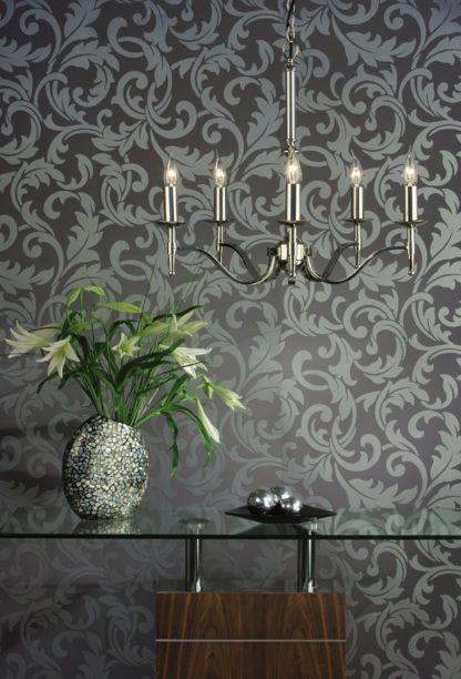 świecznikowy żyrandol w kolorze srebrnym