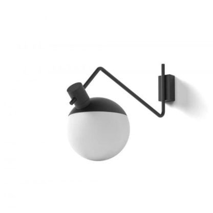 nowoczesny kinkiet z rotacyjnym kloszem z mlecznego szkła