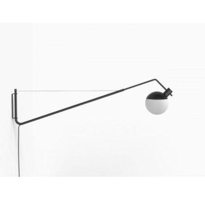 długa lampa ścienna z regulowanym kloszem i mobilnym ramieniem
