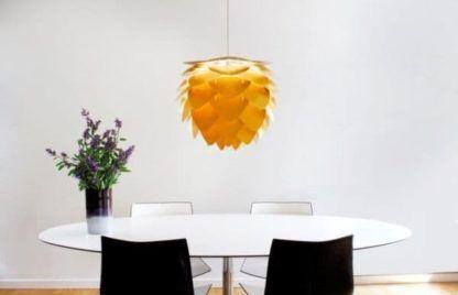lampa wisząca w stylu skandynawskim - aranżacja jadalnia