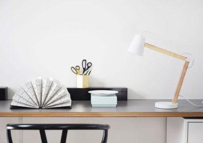 lampa stołowa scandi biel, drewno - aranżacja biuro