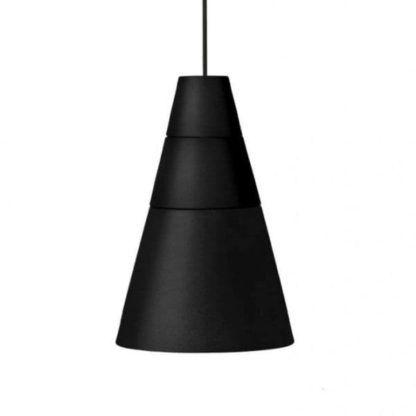 czarna lampa wisząca z dlugim przewodem, nowoczesna