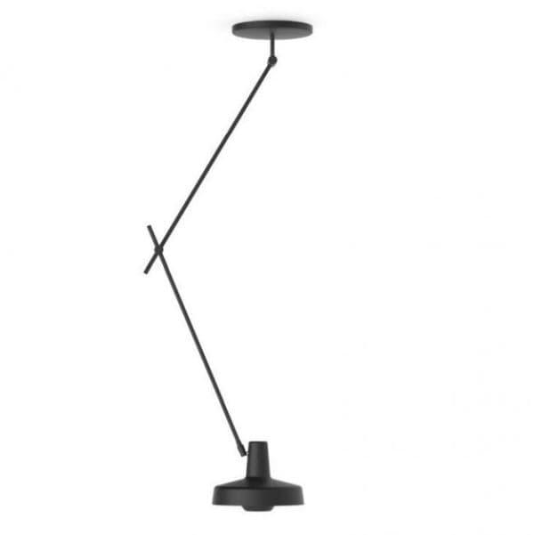 długa lampa wisząca, czarny metal, styl industrialny nowoczesny