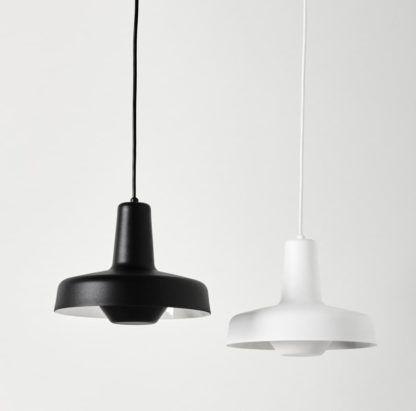 lampa wisząca z metalu, nowoczesny design